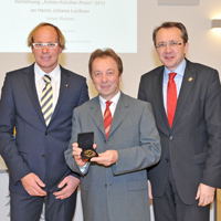 Johann Lechner (Verein Wohnen) erhält Kalcher Preis