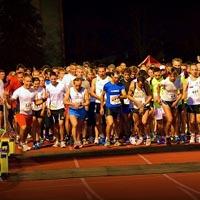 Rund 450 LäuferInnen beim Social Business Night Run 2013