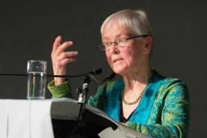 """Ökonomin Adelheid Biesecker begeisterte die Festgäste mit ihrem inspirierenden Vortrag zum """"Ganzen der Arbeit""""."""